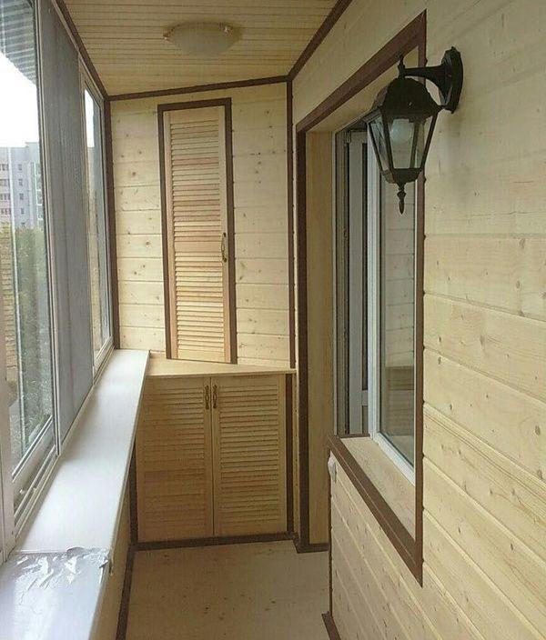 Создание уюта на балконе: почему его лучше облицевать вагонкой?